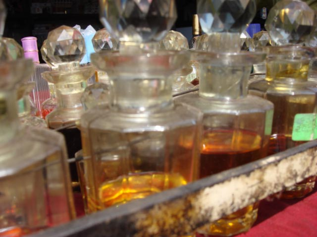 tray-of-home-made-perfumesfor-sale-in-the-old-city